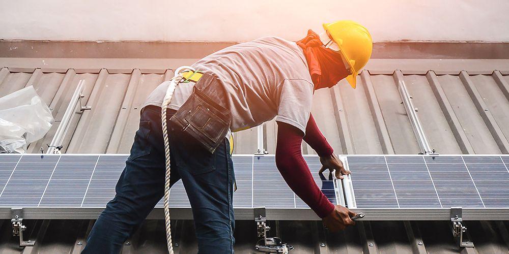 Hoe brandgevaarlijk is zonne-energie nu écht?